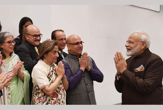 Modi meets Kashmiri Pandits in Houston, assures them of new Kashmir